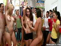 College girls throw pussy part to show off to guys