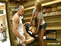 Bald guy gets laid by tan chick while at work